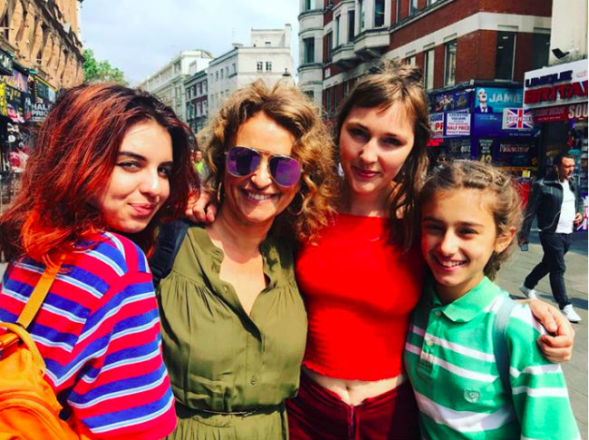 nadia-sawalha-daughters