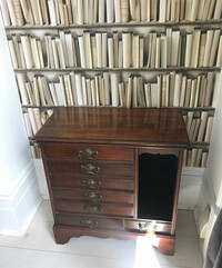 Tamzin-Outhwaite-house-lounge-music-cabinet