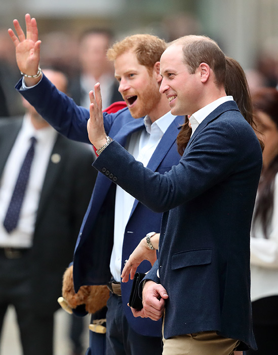 prince-william-harry-wave