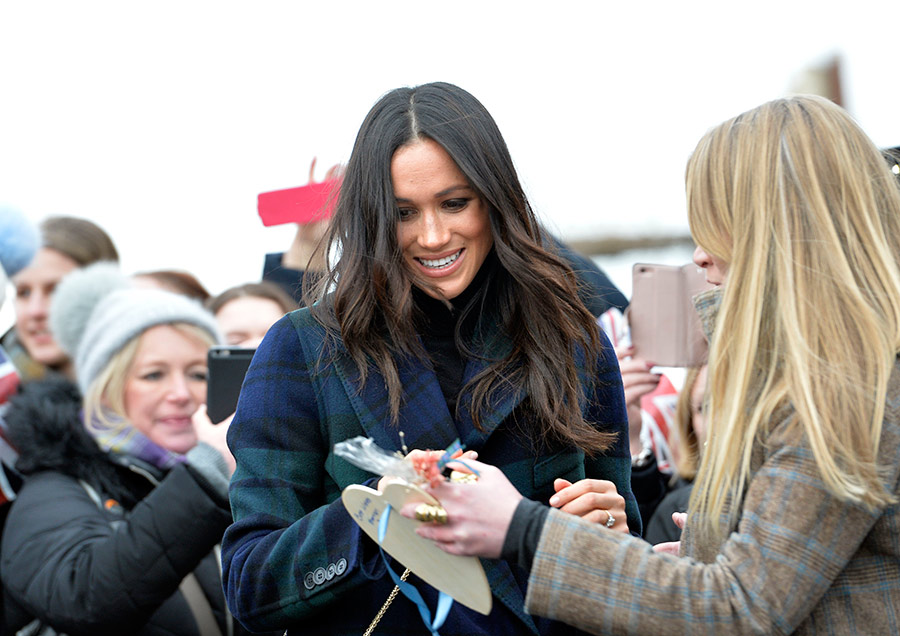 Meghan Markle admired tidbits from the crowd
