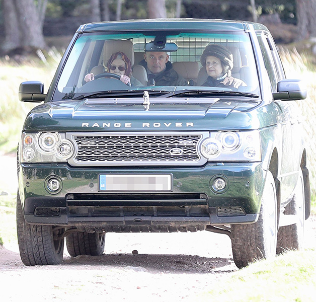 the queen driving her car in balmoral