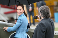 kate-has-photo-taken-on-an-iphone-by-Sir-Peter-Jackson