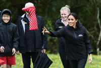 meghan-markle-throws-a-Gumboot