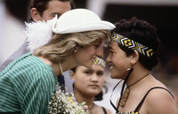 princess-diana-given-the-traditional-Maori-greetin