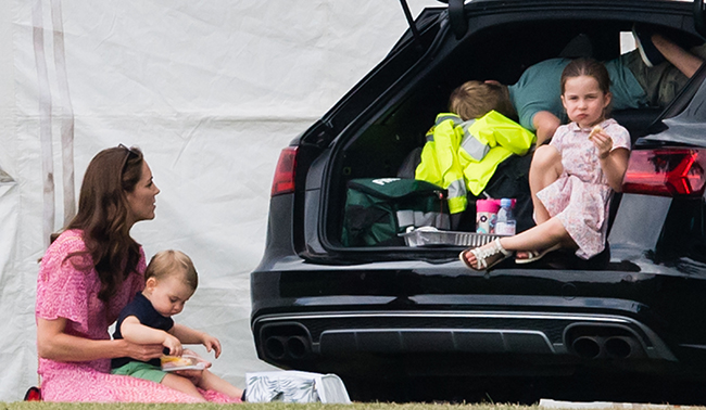 cambridge-children-eating-by-their-car