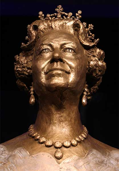queen-bronze-bust