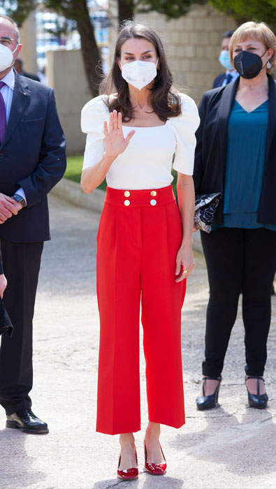 queen-letizia-red-trousers